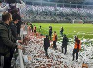 Ordu'da Kuran-ı Kerim'den konfeti yapıp sahaya attılar!